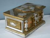 Cutie artizanala din lemn pentru bijuterii sau maruntisuri