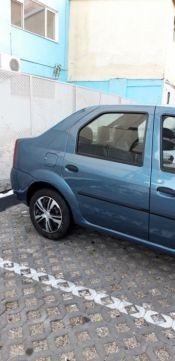 Vând Dacia Logan Laureate motor 1.6 an 2007 albastru metalizat unic propietar