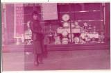 AM Vitrina unui magazin romanesc din perioada comunista