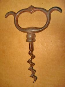 B234- Tirbuson vechi metal sfarsit secol 19 stare buna. Marimi: 10/ 8 cm.
