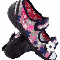 Sandale fete cu motive florale (cu scai) din material textil