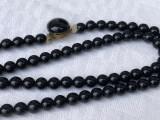 Colier cu margele din onix negru cu inchizatoare veche din alama