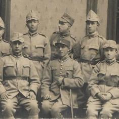 Soldati si ofiter roman Craiova fotografie interbelica