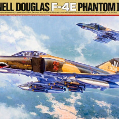 1:32 McDonnell Douglas F-4E Phantom II Early Production - 2 figures 1:32