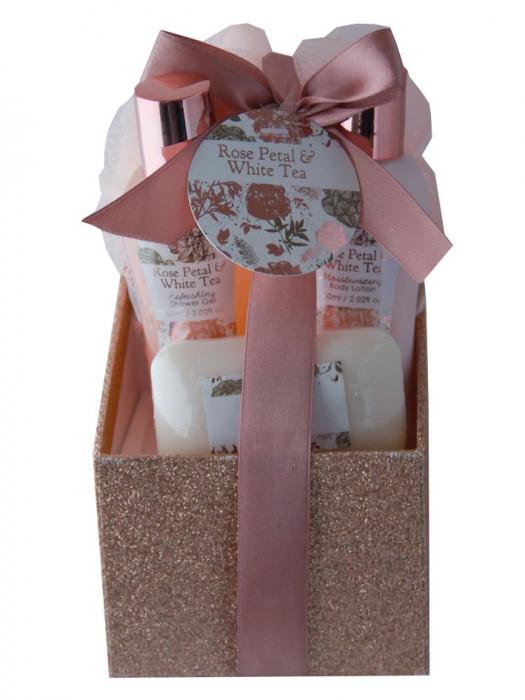 Set cadou cu 4 produse aroma petale ceai si trandafir
