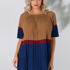 Rochie Sabrina din tricot plisata maro cu bleumarin