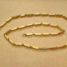 B237- Lant ceas buzunar aurit zale cu design. Stare foarte buna, lungime 56 cm.