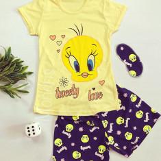 Pijama dama ieftina din bumbac cu tricou galben si pantaloni scurti bleumarin cu imprimeu TW Love
