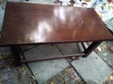 Masa joasa, solida, din lemn de stejar