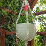 Suporturi de flori pentru terase și grădini frumos amenajate
