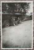 Domnisoare cu automobil de epoca, perioada interbelica// fotografie