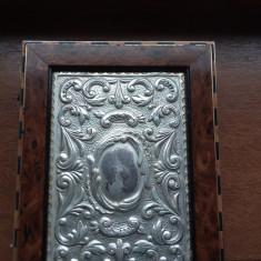 caseta vintage din lemn capac argint marcat