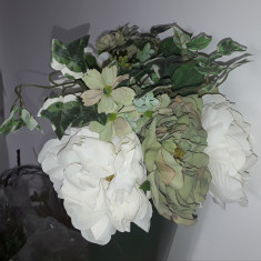 Buchet flori artificiale - Ranunculus mix 6 fire Ivoire Olive , înălțime 45 cm
