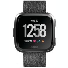 Ceas activity tracker Fitbit Versa, Bluetooth, NFC, Rezistenta la apa (Gri)