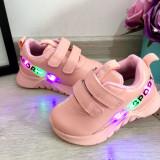 Cumpara ieftin Adidasi roz cu lumini LED si scai pt fetite 22 23 24 25 26 cod 0611, Fete