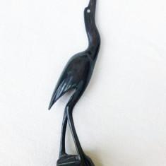 Pasare sculptata din corn de animal