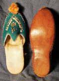 Cumpara ieftin Papuci orientali decorativi