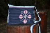 Cumpara ieftin Geantă croșetată manual, ornamentată cu motivul popular din Moldova miez de nucă