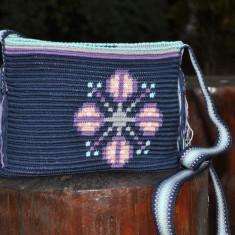 Geantă croșetată manual, ornamentată cu motivul popular din Moldova miez de nucă
