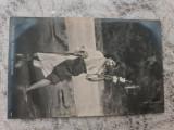 Feta cu fus, Necirculata, Fotografie