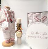 Cumpara ieftin Set Costum National pentru baieti Raul 5: lumanare , trusou si cutie botez traditional