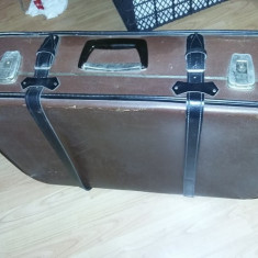 geamantan tip valiza veche perioada Ceausista,valiza cu CHINGI STRANGERE,T.GRAT