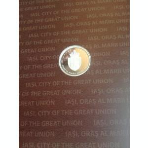 """Album """"Iasi, oras al Marii Uniri 1916-1918""""- 4 timbre/coliță/medalie, regalitate"""