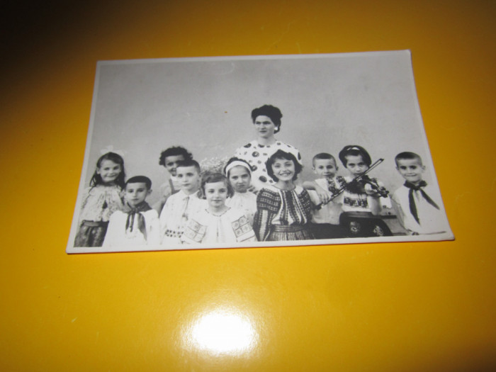 copiii port national fata cu vioara si pionieri album 243