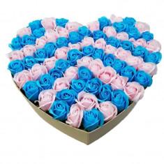 Aranjament din 77 trandafiri de sapun in cutie alba si in forma de inima