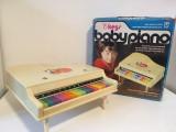 * Pian chinezesc vechi de jucarie Baby Piano 15 keys, anii 70-80, China