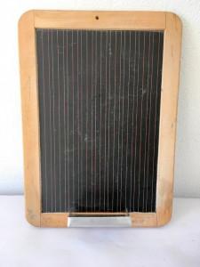 Obiect de muzeu - tablita veche de scoala pentru scris, cu linii si patratele