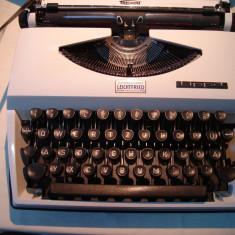 Masina de scris TRIUMPH TIPPA+banda noua de scris